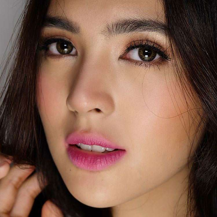 Sofia Andres Lips Plastic Surgery